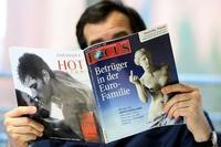 """Una delle copertine del magazine tedesco """"Focus"""" con la Venere di Milo sullo sfondo della crisi greca, con il titolo """"Imbrogliati all'interno della famiglia dell'euro"""""""