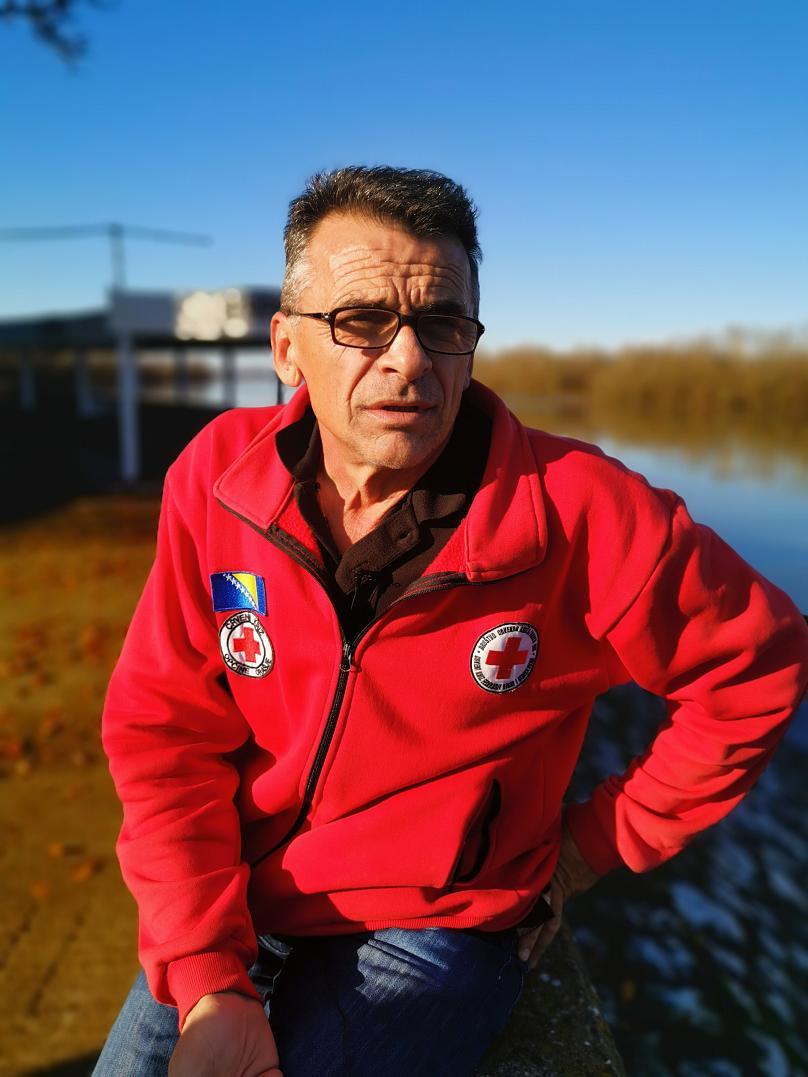 """Dražen Mikić, responsabile della Croce Rossa di Orašje: due dei suoi tre figli si sono trasferiti all'estero dopo l'alluvione. Magdalena """"oggi assiste gli anziani in Germania. Mi fa ancora male"""" - Foto: Lillo Montalto Monella"""
