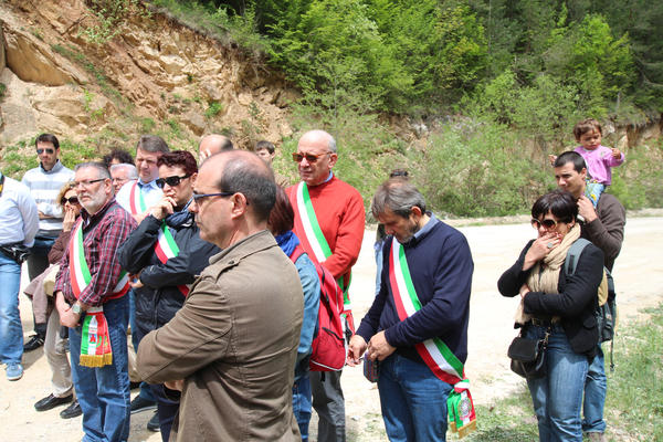 Familiari e autorità italiane nel luogo della strage, 20 anni dopo (Foto AOR)