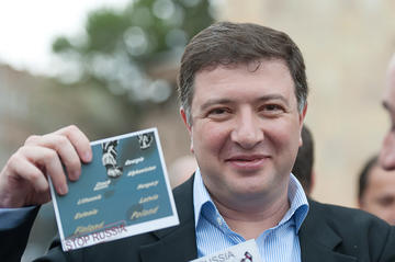 Suspended Mayor Gigi Ugulava holds up a 'Stop Russian Aggression' flyer at the anti-Russian rally (Photo by O. Krikorian)