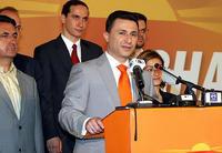 Il primo ministro macedone Nikola Gruevski con i colori del suo partito durante la campagna elettorale 2008