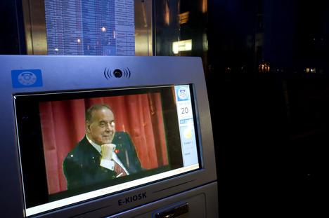 L'immagine di Heydar Aliyev nello schermo dell'E-Kiosk, Baku