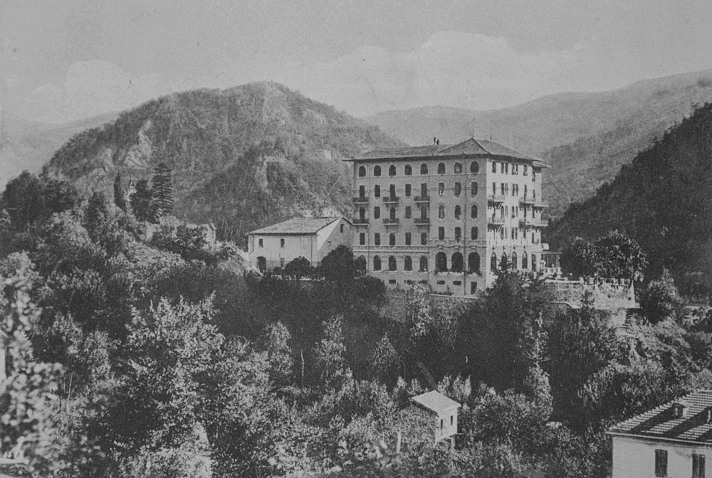 """L'edificio del """"Miramonti"""" di Garessio, sede del Campo 43. Fonte: Vbs Studio – La Collina degli eventi"""
