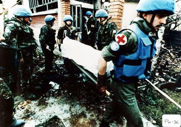 I caschi blu sulla scena della strage di Ahmići, Bosnia Erzegovina, Aprile 1993 (Foto ICTY)
