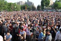 I manifestanti in Piazza della Libertà il 31 maggio (Foto © Arman Veziryan)