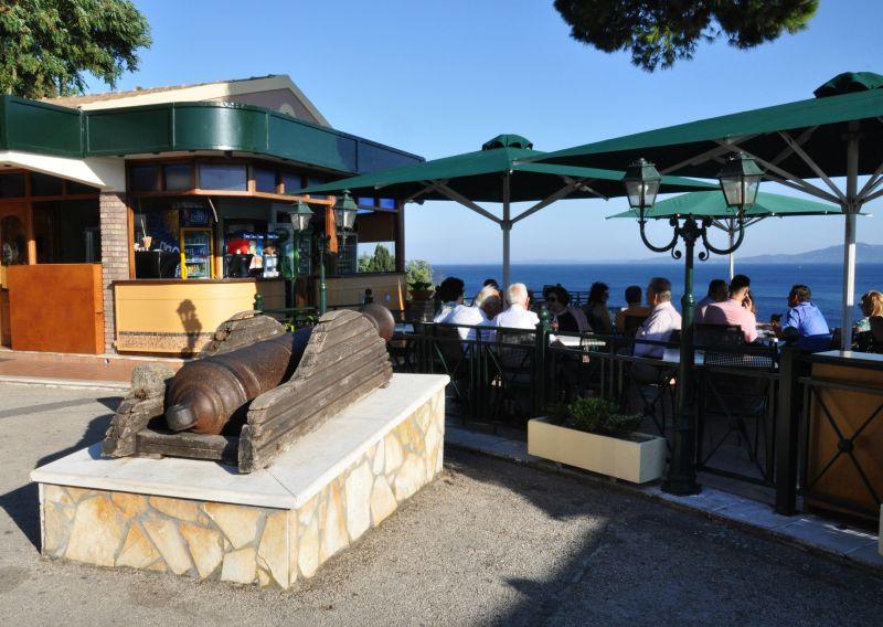 Il cannone di Kanoni, la penisola di Corfù sul sito della Paleopoli, dove si trova anche la tenuta di Mon Repos