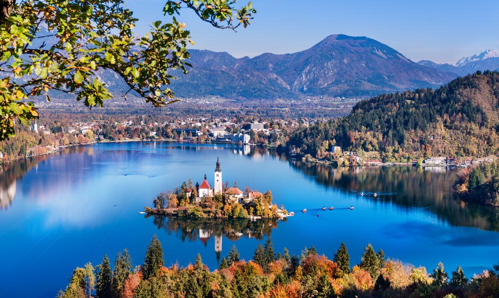 Il lago di Bled, in Slovenia, in una giornata di inizi autunno - ©  Olesya Baron/Shutterstock