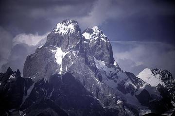 Il monte Ushba, nella regione georgiana di Svaneti (Foto John Town, Flickr)