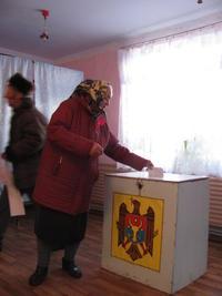 Al voto anticipato in Moldavia del 28 novembre 2010 (foto di Vlad Sirbu)