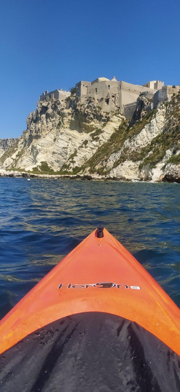 In Kayak attorno all'isola di San Nicola - foto di Fabio Fiori