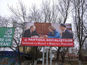 """""""Insieme con la Russia"""", il poster elettorale del partito socialista con Putin"""