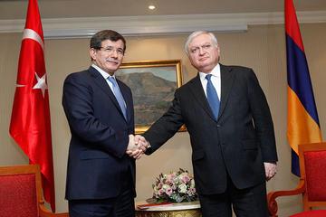 L'incontro dei due ministri degli Esteri (©PAN Photo/Tigran Mehrabyan)