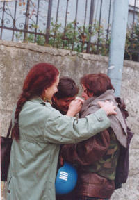 L'incontro di Azra con le sue sorelle (Foto © archivio Nuhefendić)