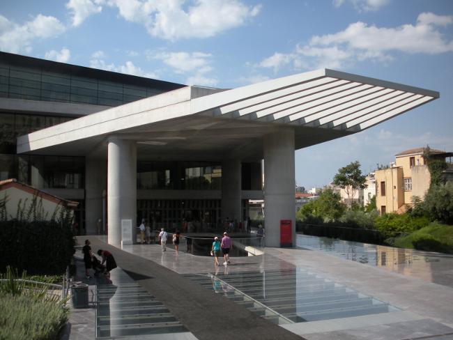 L'ingresso del nuovo Museo dell'Acropoli, ad Atene - foto F.Polacco