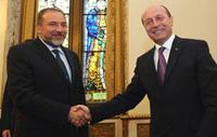 Il ministro degli Esteri israeliano Avigdor Liberman in visita a Bucarest dal presidente Traian Basescu, ad aprile 2010. Liberman è nato in Moldova, e a vent'anni è emigrato a Gerusalemme
