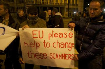 Manifestanti a Sarajevo, febbraio 2014 (Foto Stefano Giantin)