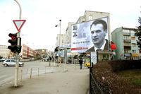 Manifesti elettorali di Fatmir Limaj affissi in tutta Pristina, durante la recente campagna elettorale (gustaf alstromer/Flickr)