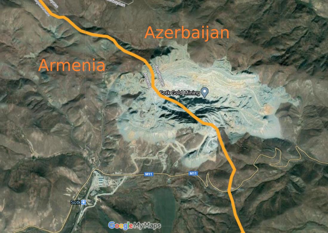 mappa della linea di confine tra Armenia e Azerbaijan. Si nota come maggior parte della miniera si trovi su territorio azero