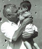 Muhammed a 3 anni con Jovan Divjak