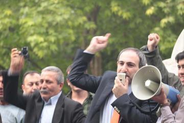 Nikol Pashinyan il 29 maggio, due giorni dopo la sua liberazione, in un incontro pubblico a Yerevan (Foto © Arman Veziryan)