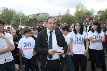 Nikola Pashinyan durante un comizio dell'ANC a Yerevan il 10 aprile (Foto Arman Veziryan)