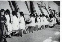 Orfane armene al lavoro in un centro dell'American Committee
