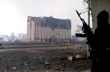 Palazzo del governo, Grozny, gennaio 1995 (Mikhail Evstafiev/wikimedia)