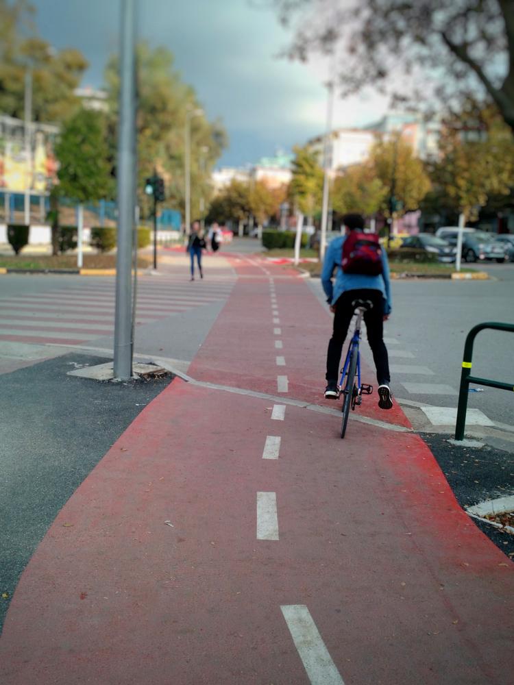 Pista ciclabile a Tirana, Albania - © Lumiere et compagnie/Shutterstock