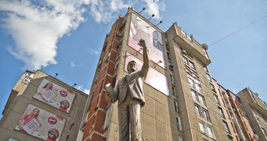 Pristina, statue of Bill Clinton (Photo Marco Fieber, Flickr)