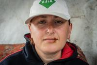 In Georgia vi è una della più grandi miniere di manganese al mondo. Una risorsa preziosa per il paese ma non senza pesanti costi sociali e ambientali. a causa delle perforazioni uno dei villaggi dell'area sta letteralmente sprofondando e i suoi abitanti lottano per avere giustizia e per protesta si sono cuciti le bocche. Un fotoreportage di OC Media firmato da Mariam Nikuradze