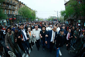 Raffi Hovanissian (with the yellow stripes tie) during the April 9 protests (PanARMENIAN Photos)