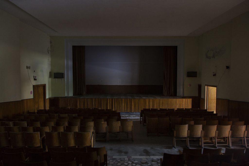 Sala cinematografica a Përmet, foto di Camilla de Maffei