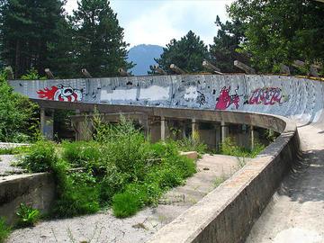 Sarajevo, la pista olimpica per le gare di bob (Foto inthesitymad, Flickr).jpg