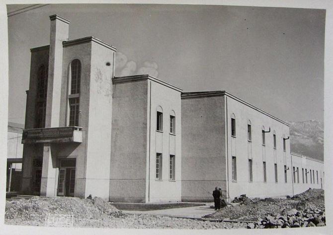 Durante la costruzione del Teatro nazionale di Tirana