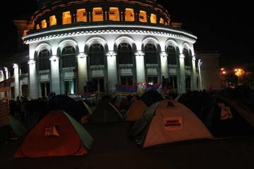 Tende in Piazza della Libertà durante la protesta dell'ANC (Foto Arman Veziryan)