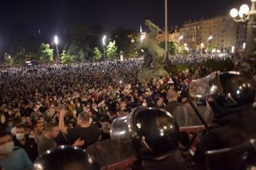 Manifestanti in piazza a Belgrado (© CdB/Marija Jankovic)