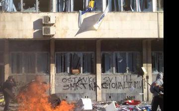 """Tuzla """"morte al nazionalismo"""""""