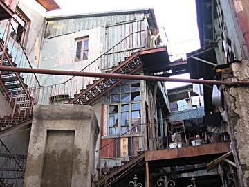 Una casa nella città vecchia di Tbilisi
