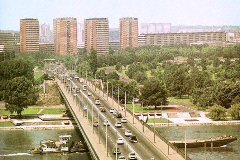 Una visuale su Novi Beograd in una foto d'epoca