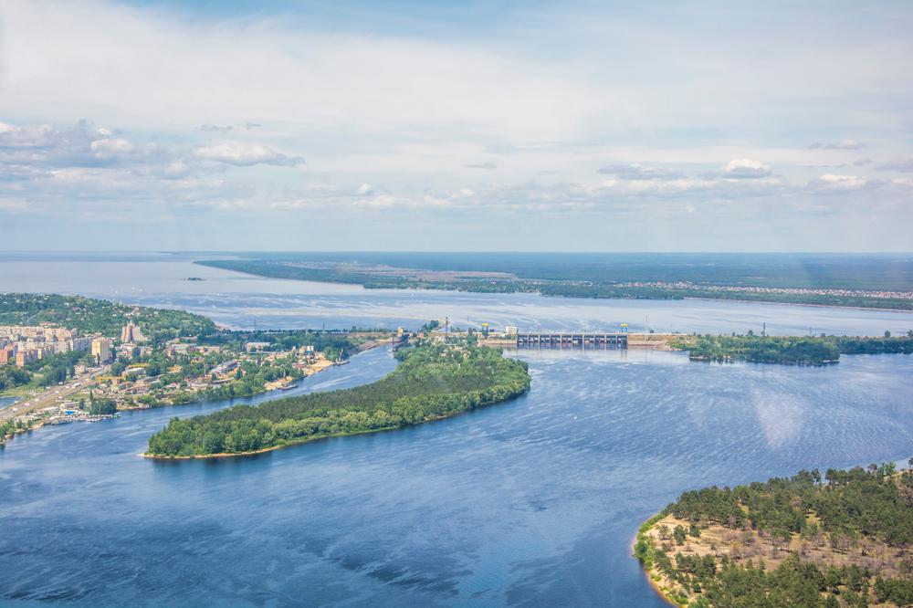 """Veduta aerea della diga del """"Mare di Kiev"""" - © Serhii Hrynkevych/Shutterstock"""