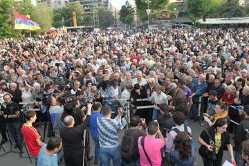 Yerevan, 8 maggio: manifestazione dell'ANC di contestazione del risultato elettorale (Foto Arman Veziryan)