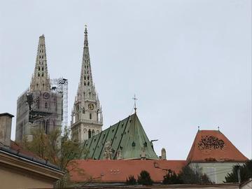 La cattedrale di Zagabria senza una guglia (foto © Vjeran Pavlaković)