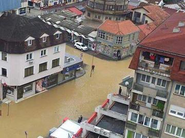 Alluvioni in Bosnia, foto @babayaro451.jpg