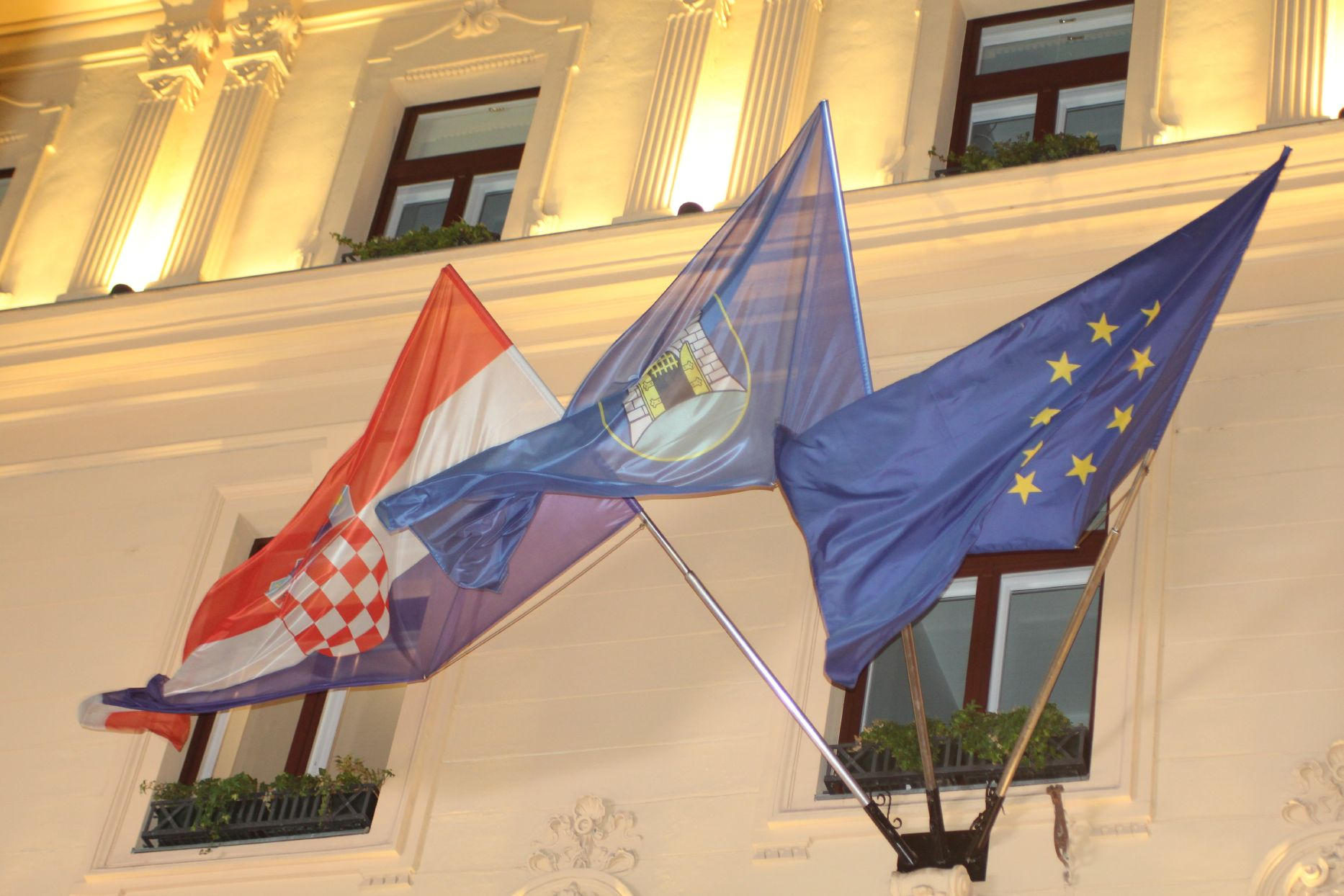 Zagabria, bandiere al vento - foto Nicole Corritore per Obc