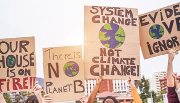 Manifestazioni contro il cambiamento climatico foto DisobeyArt Shutterstock