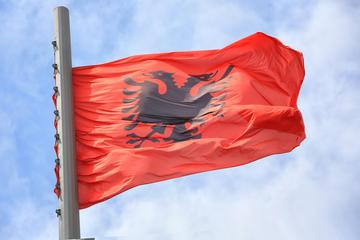 Albania, bandiera - foto Dmitrii Shirinkin Shutterstock