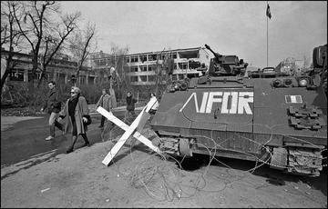1996_Sarajevo sminamento blindato IFOR - © Mario Boccia.jpg