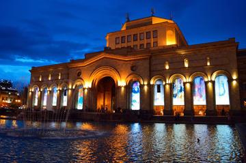 Yerevan Piazza della Repubblica - foto © Simone Zoppellaro.jpg