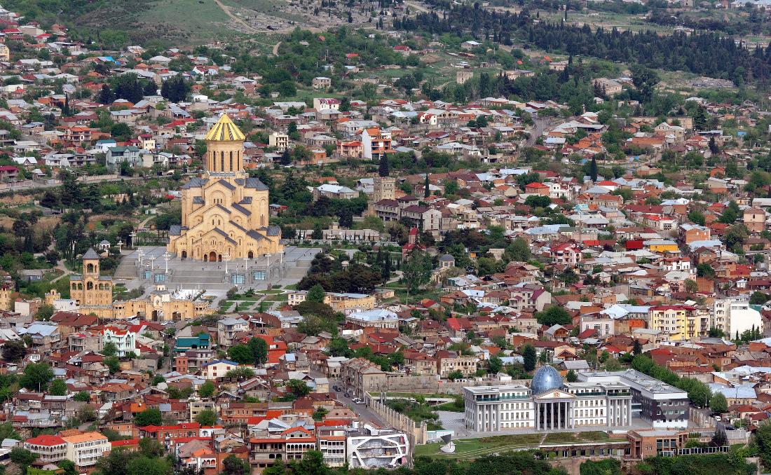 Tbilisi, vista della città - foto Alexxx Malev - Flickr.jpg