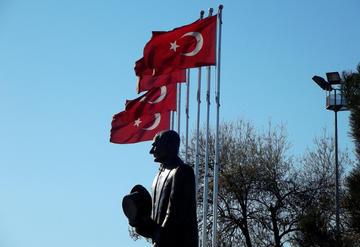 Statua di Ataturk, foto di Faruk - Flickr.com.jpg